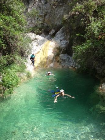 sautez dans des piscines naturelles en italie ou proche de nice monaco