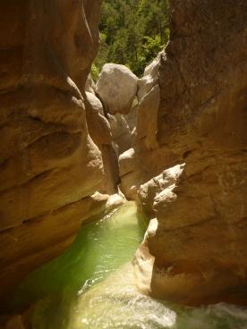 canyoning saut jump fun activité