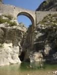 Passage sous un vieux pont dans la première partie deRiolan