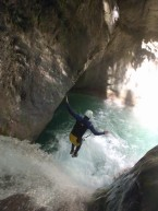 superbe saut dans le canyon de maglia