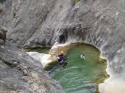 beau saut dans l'eau fraiche